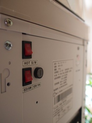 ECOスイッチと温水スイッチ入れる